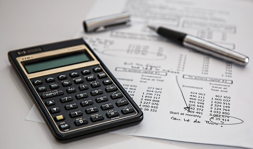 Difference between investment and expense explained with examples