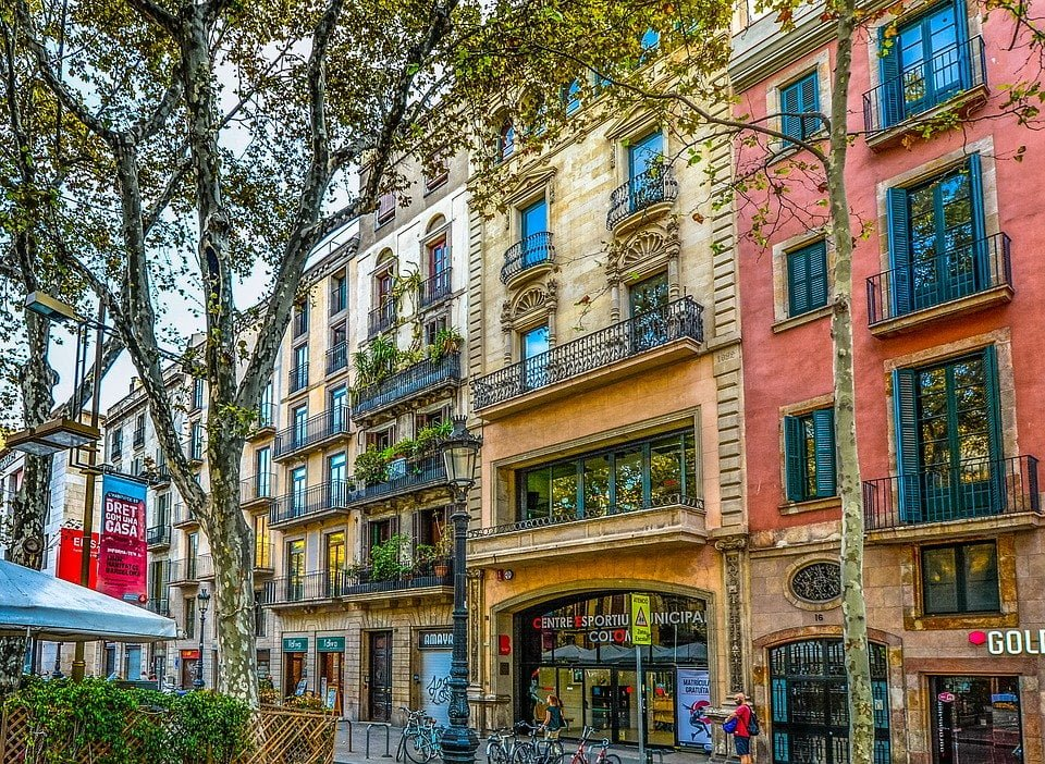How to live in Barcelona as a foreigner, and almost don't pay any taxes